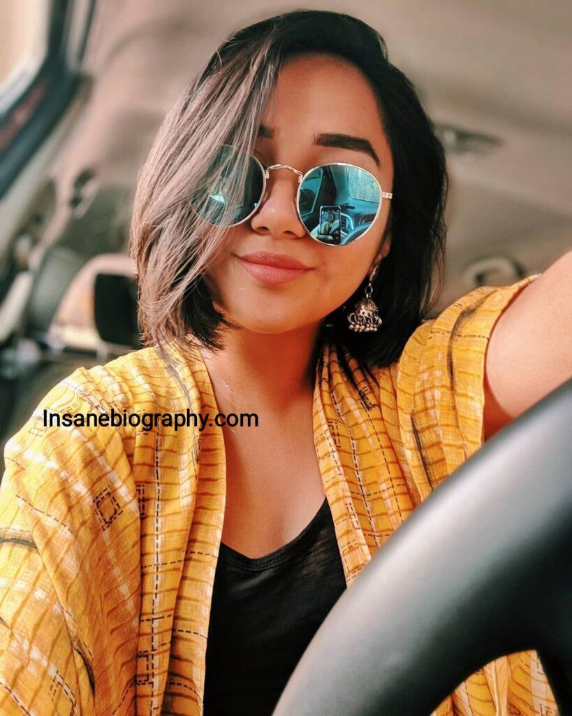 Prajakta Koli Taking selfie in car