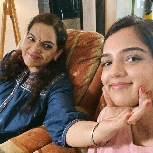 Aisha Channa With hes Mother