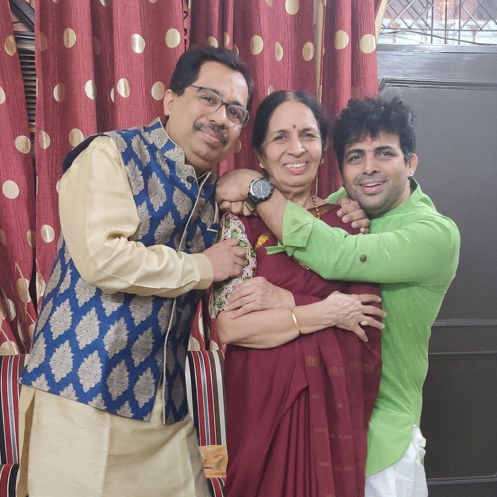 Amit Tndon family