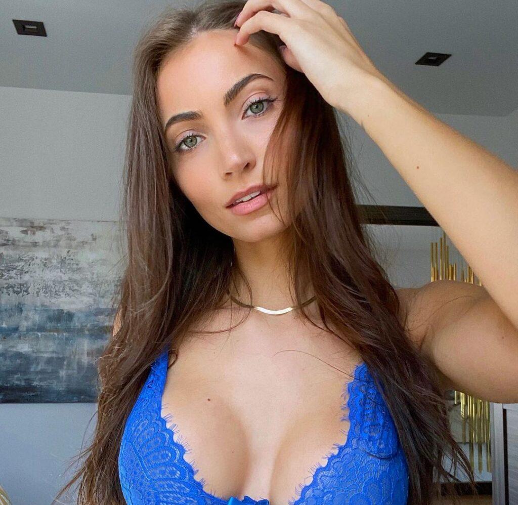 Anna Louise Sexy Pics