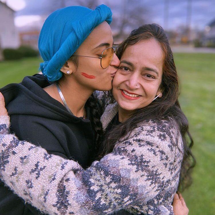 Ruhee Dosani with her mom