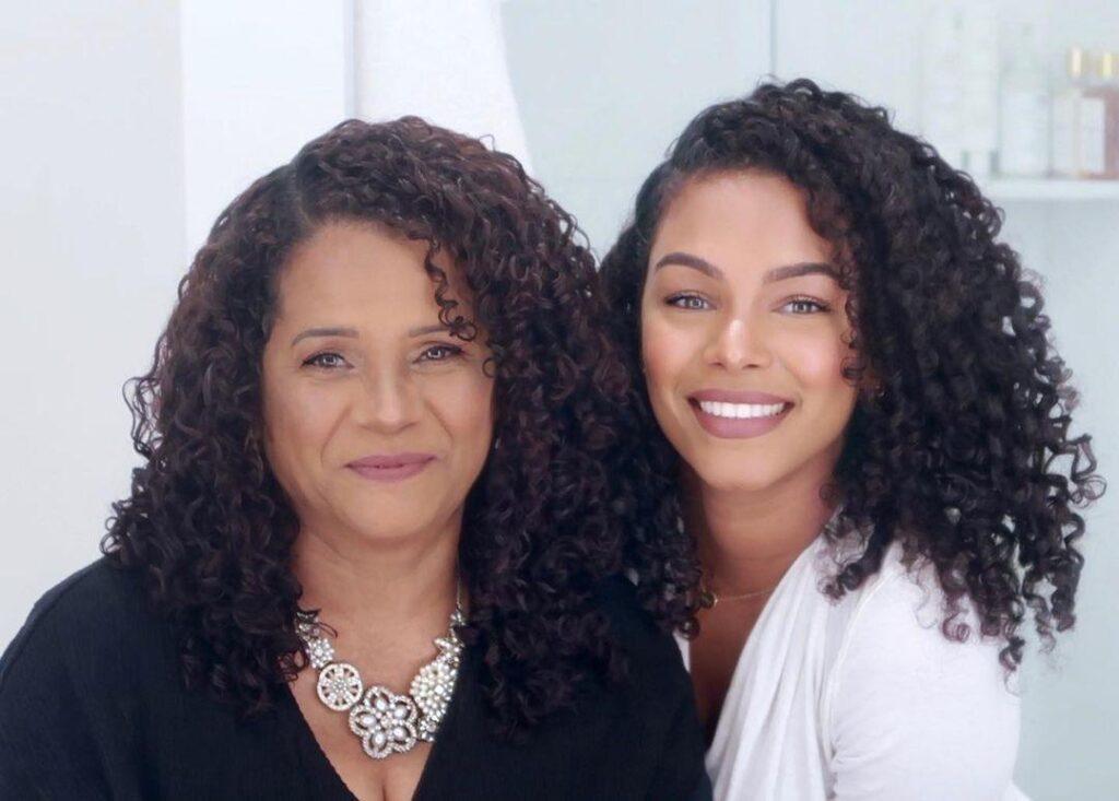 Alba Romas and her Mom